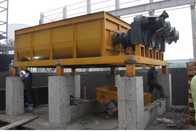 仓体结构:方形平底 处理能力:60-- 120m³/h 搅拌转速:27rpm 仓